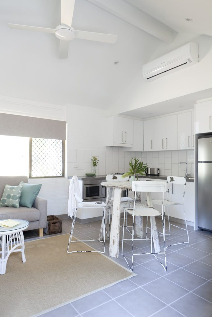 bayshore bungalows byron bay two bedroom premium bungalow kitchen and living area