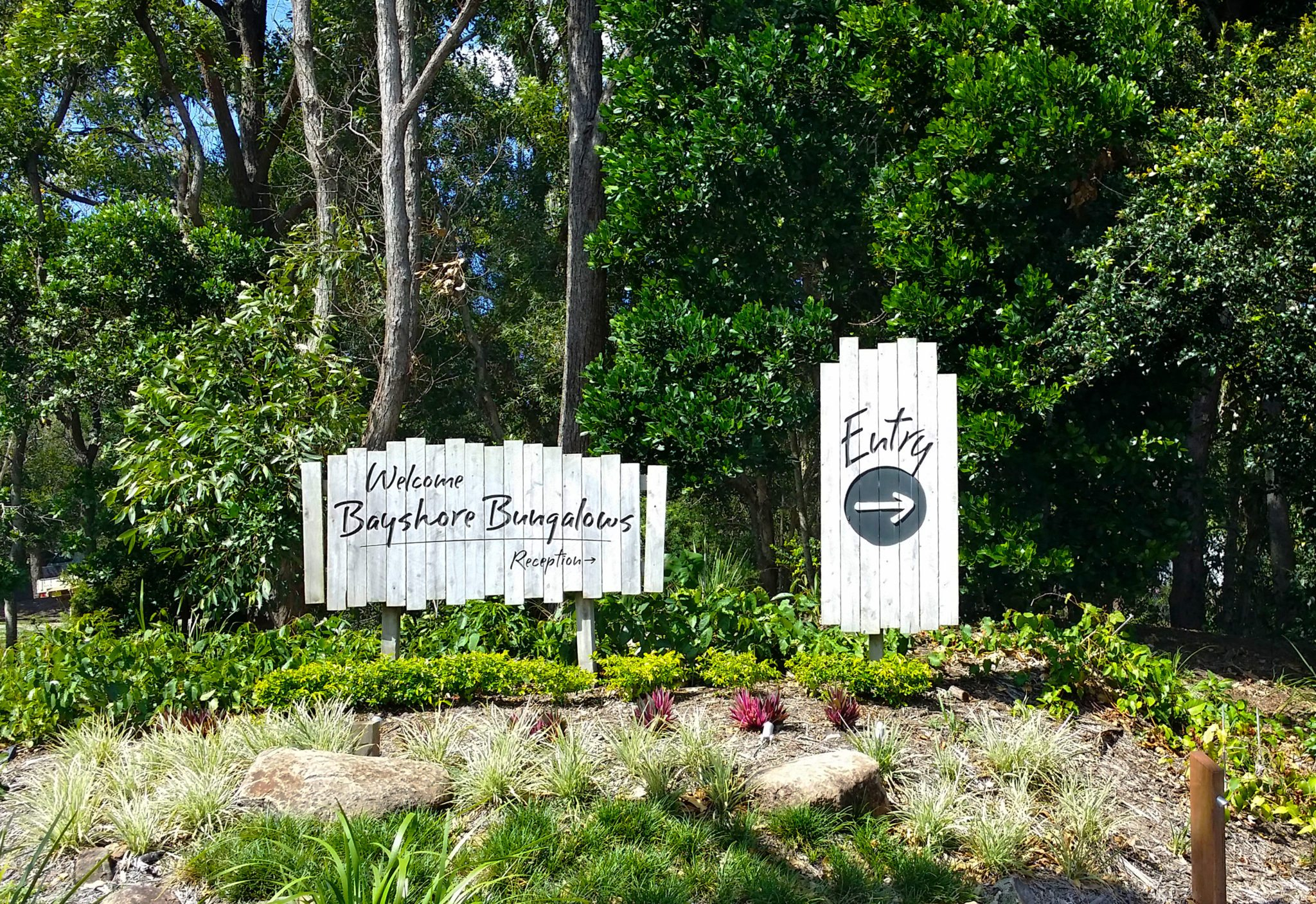 Bayshore, Bungalows, Byron, Bay, road, sign