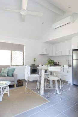 bayshore bungalows byron bay two bedroom standard bungalow kitchen